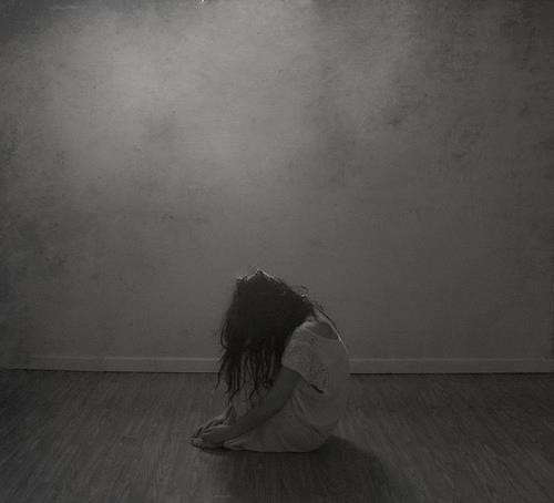alone-black-and-white-child-death-Favim_com-825550