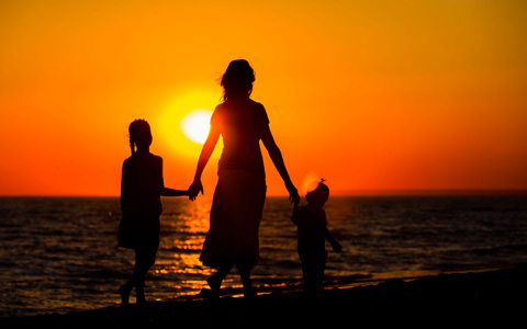 mother-and-children-sunset-featured-w480x300